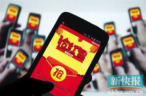 """■手机抢红包成为春节期间很多人的乐趣,但也有人因为太投入,让眼睛、手、颈椎""""受了伤""""。CFP供图"""