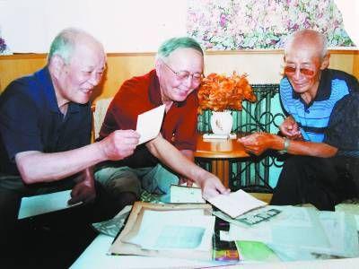 蒋庆泉(右)、洪炉(中)和陆洪坤