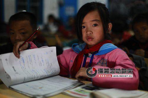 (已上四年纪的龙张欢学习成绩不错。图/潇湘晨报滚动新闻记者 马青)