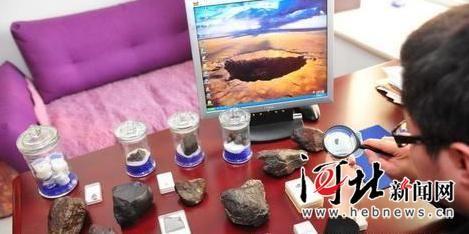 王子尧收藏的各种陨石。韦佳摄