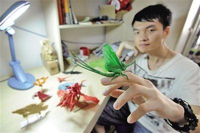 """在""""百度折纸吧"""",他也是人气很高的折纸达人,常常将制作的心得和步骤发"""