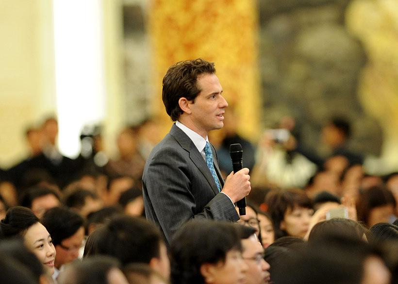 李克强称赞英国记者中文好-我听懂了