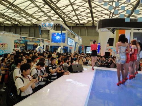 和ShowGril的互动环节,台下已经人山人海
