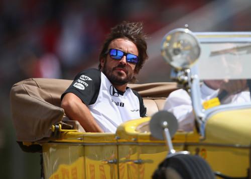 图文-F1西班牙站正式比赛 迈凯轮车队阿隆索