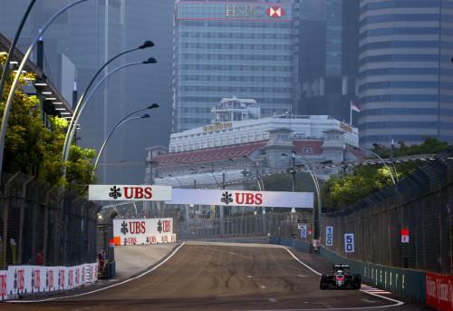 图文-F1新加坡站第3次练习赛 迈凯轮车队阿隆索