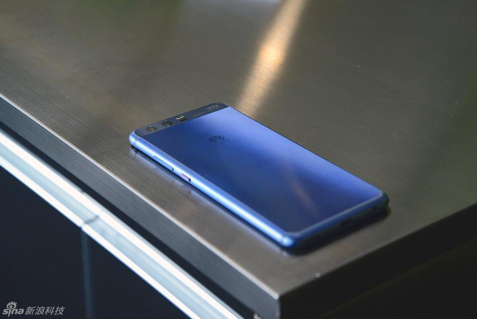 HUAWEI P10真机图赏 这次的配色是钻雕蓝