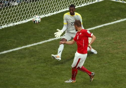 高清图-第31球:瑞士读秒绝杀厄瓜多尔