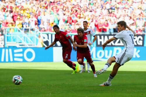 高清图-穆勒上演本届世界杯首个帽子戏法