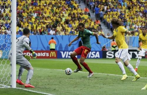 第101球:巴西右路铁闸被打穿