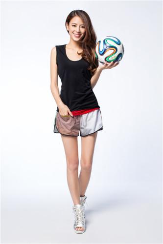 江语晨拍性感足球写真