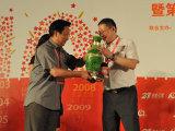 姜鹏明向浦发银行献礼表示感谢