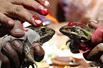 印村庄办青蛙婚礼