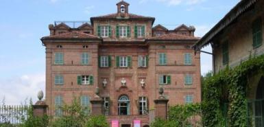 法国第一夫人以800万英镑售出意大利城堡(图)