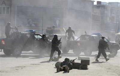 塔利班袭击阿富汗多个政府目标19死54伤(组图)