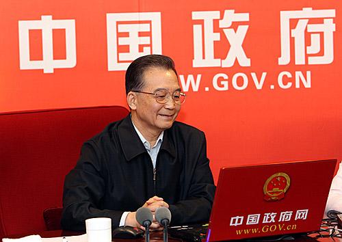 外媒报道温家宝与网友在线交流最关注经济话题