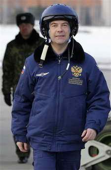 俄总统驾驶最新式战斗轰炸机飞行半小时(组图)