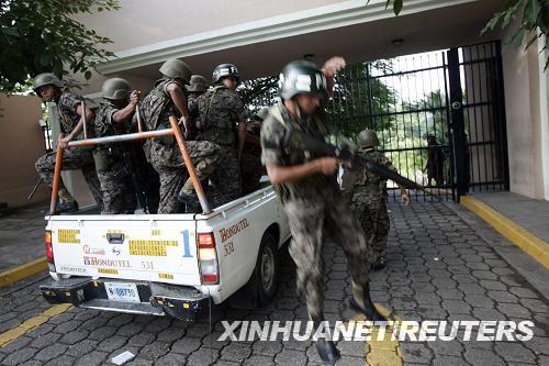 洪都拉斯总统被扣押后流亡他国