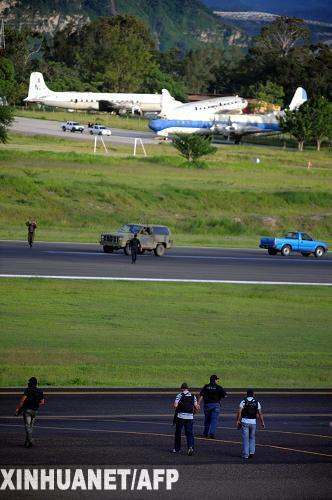 洪都拉斯被逐总统回国专机无法降落