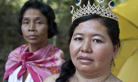 """柬埔寨叫停世界""""地雷小姐""""选美比赛"""