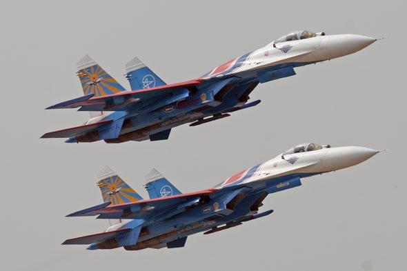 俄罗斯飞行表演队两架苏-27歼击机相撞(组图)