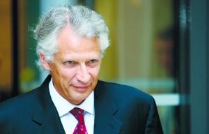 法国前总理涉嫌诽谤萨科齐案今日开审