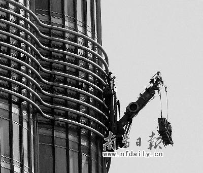 迪拜世界第一高楼全面清洁需耗时3个月(图)