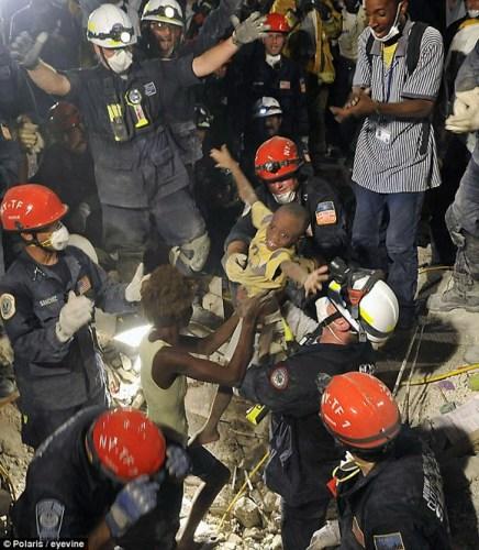 海地青年地震后被埋废墟12天生还