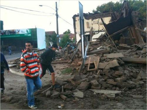 智利强震后2个半小时内共遭11次余震(组图)