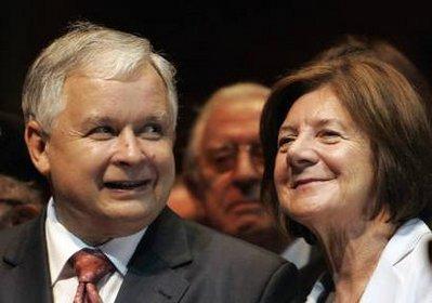 波兰称总统夫妇及数位军政高官均在坠毁飞机上
