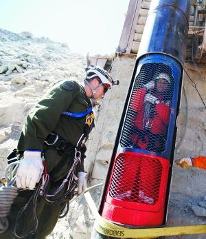 智利被困矿工母亲希望儿子升井后换工作