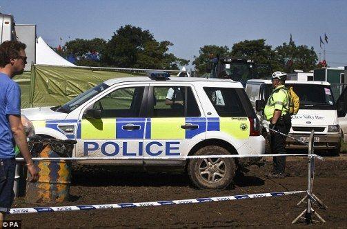 沙尔被发现死在一个流动厕所内,警方封锁事发现场附近区域