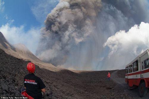 意大利西西里岛的埃特纳火山当地时间9日下午喷发