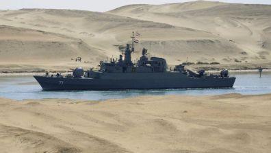 去年,一艘伊朗军舰通过苏伊士运河。(资料图)