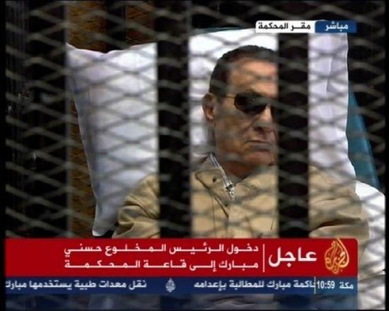6月2日,埃及开罗刑事法庭主审法官里法特宣布,判处前总统穆巴拉克无期徒刑。(半岛电视台视频截图)。