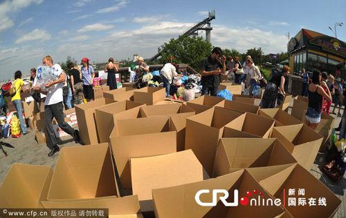 俄罗斯各地民众捐助物资支援洪水灾区(国际在线/CFP)