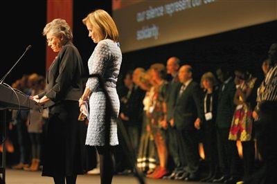 20日,墨尔本,第20届国际艾滋病大会召开,与会者为马航MH17遇难者致哀。