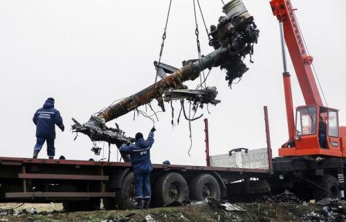 第一批残骸已经从坠毁地点运往了多列士。随后残骸将送往哈尔科夫最后在运往荷兰。(图片来源:俄塔社)