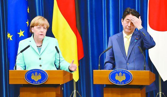 9日傍晚,正在东京访问的德国总理默克尔与日本首相安倍晋三一同出席记者会。