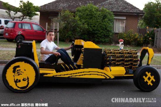 日前用50万块乐高积木搭出了一辆全尺寸的汽车.(图片:东方IC)-