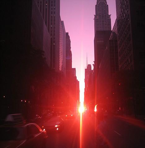 纽约曼哈顿街区出现日落奇观(组图)