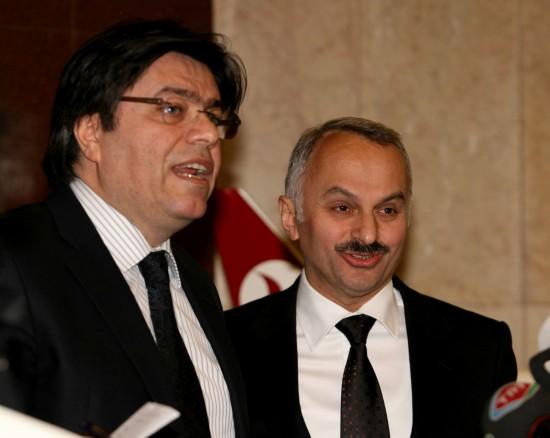 图文:土耳其航空公司董事长向媒体讲话