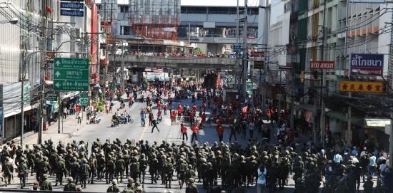 图文:泰国军队在曼谷多处开展驱散示威者行动