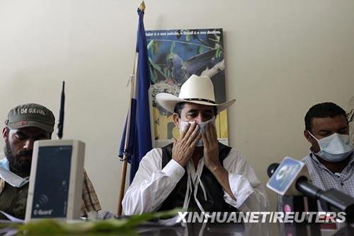洪都拉斯被逐总统谴责警方施放毒气(组图)