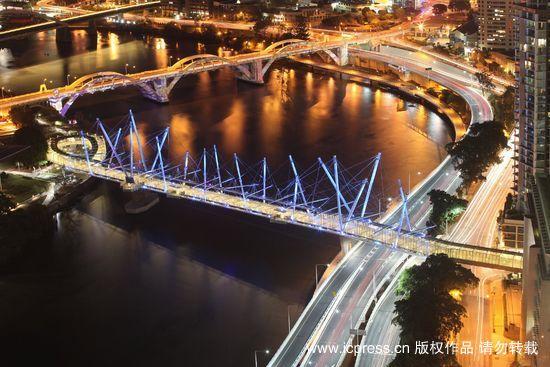 澳大利亚建成世界最大太阳能天桥(组图)