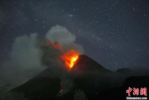 印尼火山最大规模喷发当局扩大疏散居民(图)