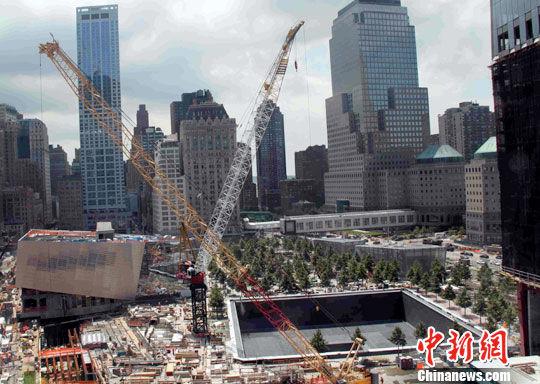"""""""911""""十周年即将来临,美国纽约""""911""""遗址区域施工作业正在紧张进行。中新社发 李洋 摄"""