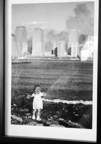 震动帕翠西亚的小女孩照片。