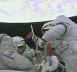 太空中的两位中国航天员
