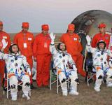 三名航天员出舱