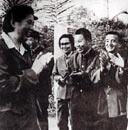 1978年陈慕华副总理访问喀麦隆时看望我医疗队员。